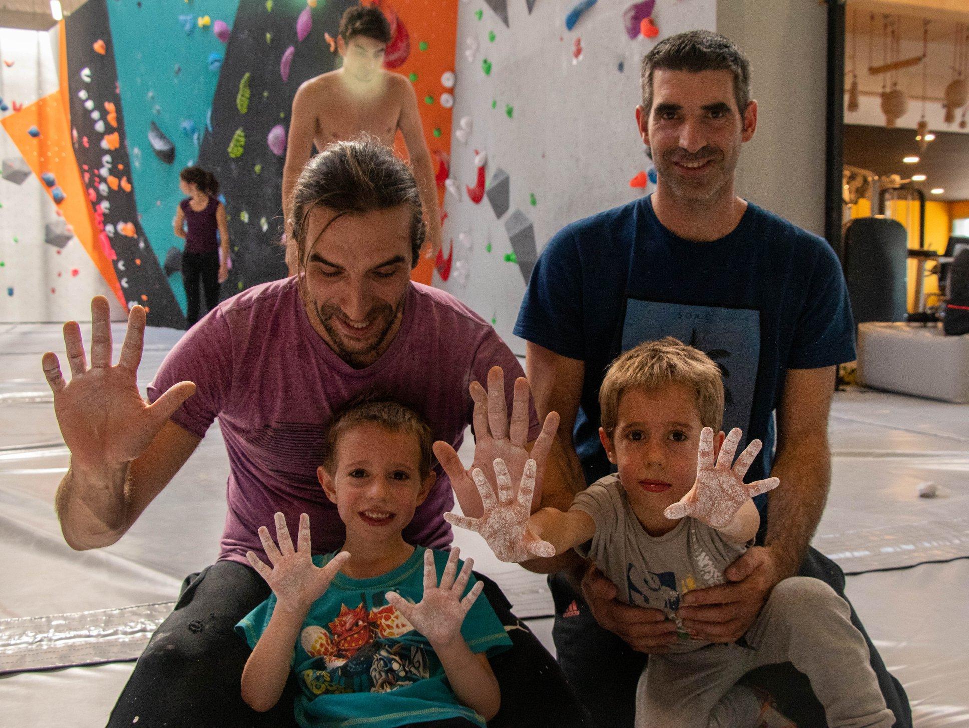 cours d'escalade de bloc à Vertical'Art lyon - enfant - adulte - ados